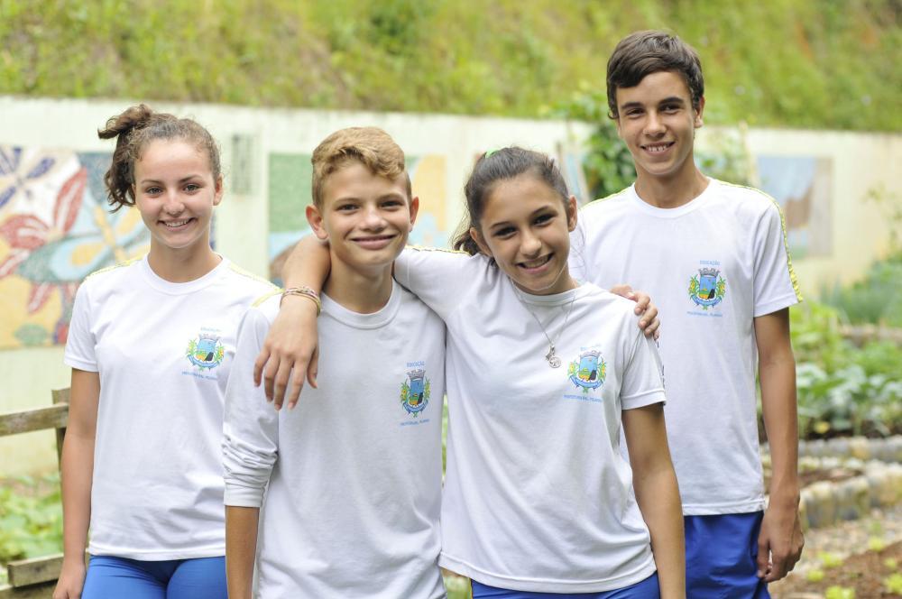 EDUCAÇÃO PREPARA ENTREGA DE UNIFORMES PARA ALUNOS DA REDE MUNICIPAL