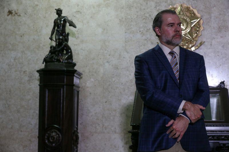 POVO EM CASA COM MEDO E SEM GARANTIAS É FALTA DE DISCERNIMENTO